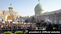 رئیسجمهوری ایران، در جمع مردم شهرری، میزان وابستگی بودجه سال ۹۵ به درآمدهای نفتی را ۲۵ درصد اعلام کرد