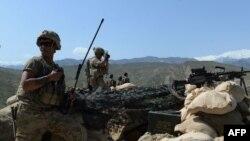 """АҚШ әскерилері Ауғанстанның Нангархар уәлаятында """"Ислам мемлекеті"""" террорлық тобына қарсы операция кезінде. 11 сәуір 2017 жыл. (Көрнекі сурет.)"""