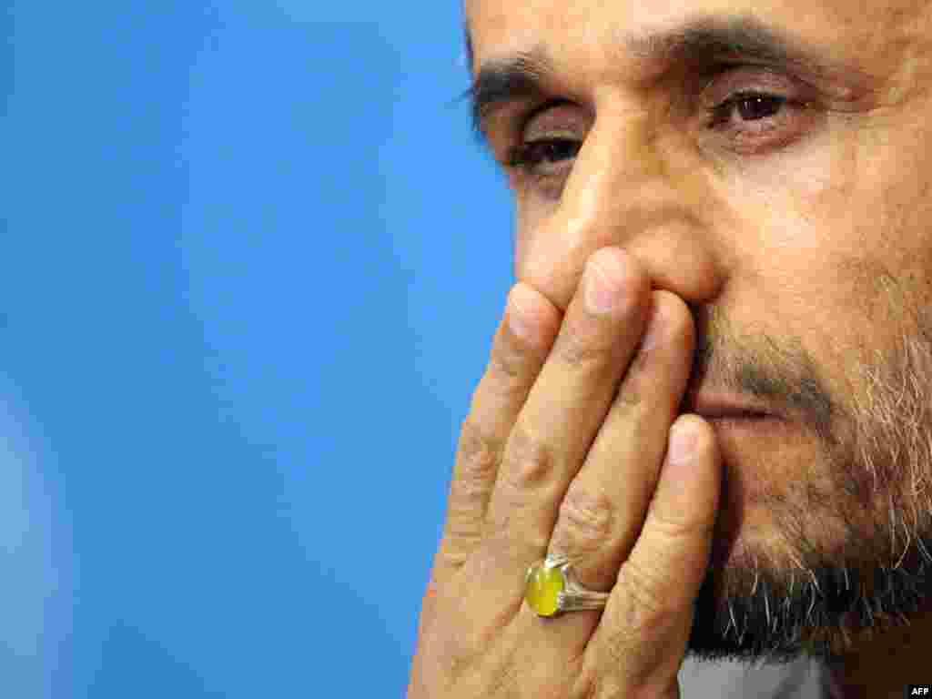 Švicarska - Press konferencija iranskog predsjednika - Na press konferenciji Ahmadinejad je one koji su napustili skup nazvao rasistima.
