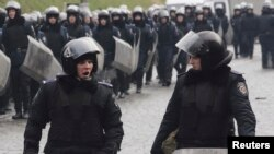 Сотрудники милиции в центре Киева. 17 февраля 2014 года.