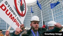 Болат құю өндірісінің жұмысшылары демонстрация өткізіп тұр. Брюссель, 15 ақпан 2016 жыл.