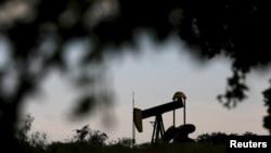 Установка по добыче нефти в США.