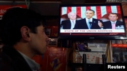 Речь президента США Барака Обамы транслируют по телевидению. Кабул, 13 февраля 2013 года.