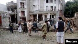 Үнді консулдығы жанындағы террорлық жарылыстан кейін. Жалалабад, Ауғанстан, 3 тамыз 2013 жыл.