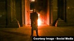 Фото с акции Петра Павленского у здания ФСБ на Лубянской площади