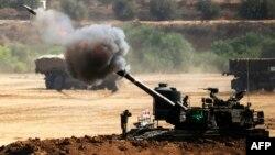 Израильская артиллерия ведет обстрел сектора Газа (30 июля 2014 года)