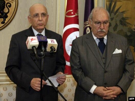 فؤاد المبزّع، رئیس پارلمان و کفیل کنونی ریاست جمهوری تونس (راست) در کنار محمد الغنوشی، نخست وزیر