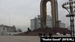 Площадь Исмоили Сомони в Душанбе. Раньше эта площадь носила имя Ленина
