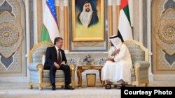 Президент Узбекистана Шавкат Мирзиеев и наследный принц Абу-Даби Шейх Мухаммад бин Заид Аль Нахаян. Абу-Даби, 25 марта 2019 года. Фото с сайта президента Узбекистана.