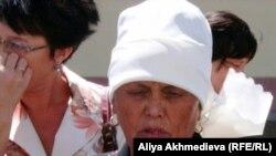 Жительница Кызылагаша жалуется, что времянки и сараи в селе после наводнения не восстановили.