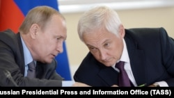 2016 год, Владимир Путин и экономист Андрей Белоусов, который сейчас временно исполняет обязанности премьер-министра России вместо заразившегося коронавирусом Михаила Мишустина