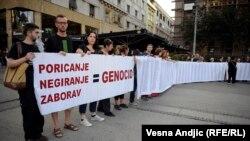 """Organizacija """"Žene u crnom"""" na protestu protiv negiranja genocida"""