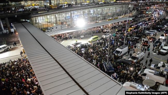 Protesti na aerodromu u Njujorku nakon zabrane