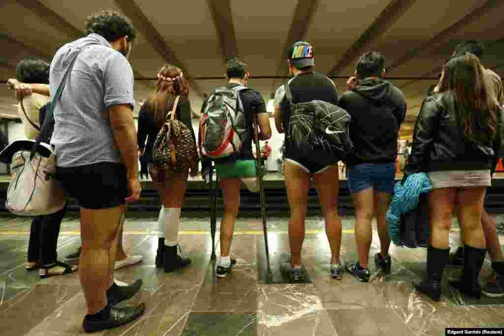 برخی از مردم مکزیکو سیتی، در یک روز، بدون شلوار وارد مترو شدند و به مقصدشان رفتند.