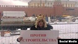 Сергей Зверев на одиночном пикете против строительства завода на Байкале
