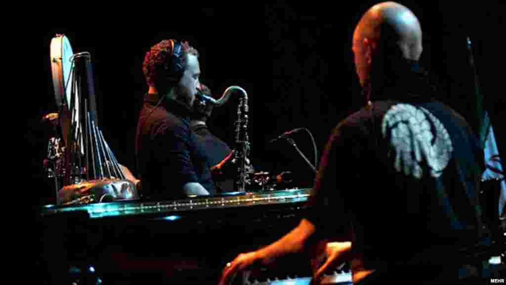 اجرای گروه رونین در دومین شب از جشنواره موسیقی فجر/ ۲۵ بهمن ۹۰