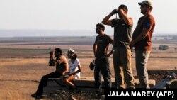 Жители Израиля на Голанских высотах на границе с Сирией