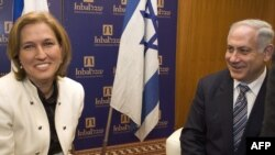 بنیامین نتانیاهو (راست) به همراه تسیپی لیونی