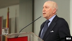 Медијаторот во спорот за името меѓу Македонија и Грција Метју Нимиц.