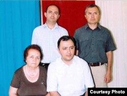 Elza Kərimova oğulları Paşa, Azər və Orxanla