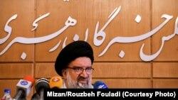 احتمالا منظور احمد خاتمی از منع فعالیت شبکههای اجتماعی خارجی، فیلتر کردن اینستاگرام است.