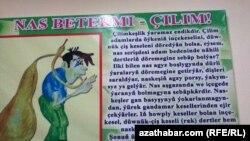 Aşgabadyň keselhanalarynyň birinde ýerleşdirilen plakat