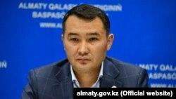 Сапарбек Тұяқбаев.