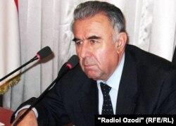 Ғайбулло Авзалов, раиси вилояти Хатлон яке аз суханварони иҷлосияи имрӯза буд.
