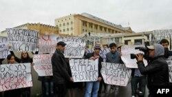 Камактагы мурдагы ички иштер министри Бачо Ахалаянын жактоочуларынын нааразылык акциясы. Тбилиси, 9-ноябрь, 2012-жыл.