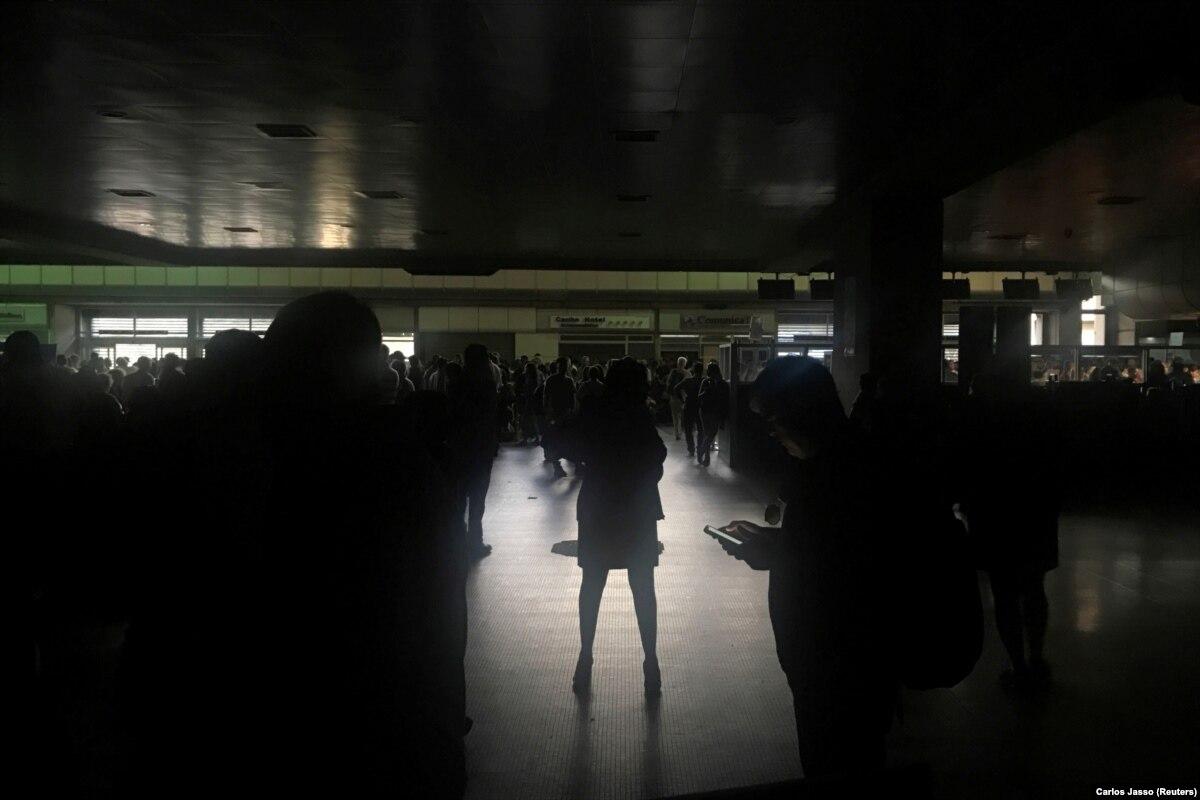 В Венесуэле произошел масштабный блэкаут: без света остались 18 штатов
