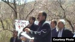 شيث امانی، رييس اتحاديه سراسری کارگران اخراجی و بيکار ايران، به دو سال و شش ماه زندان محکوم شده است.