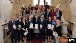 ЦИК връчи мандатите на избраните за евродепутати. Не всички присъстваха на церемонията.