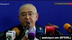 Председатель Центральной избирательной комиссии Армении Тигран Мукучян на пресс-конференции, Ереван, 23 сентября 2016 г.