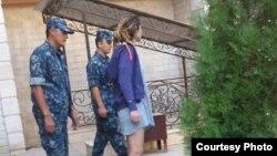 """Өзбекстан президентінің """"үйқамақта отырған"""" қызы Гүлнара Каримованың жаңадан таратылған суреттерінің бірі."""