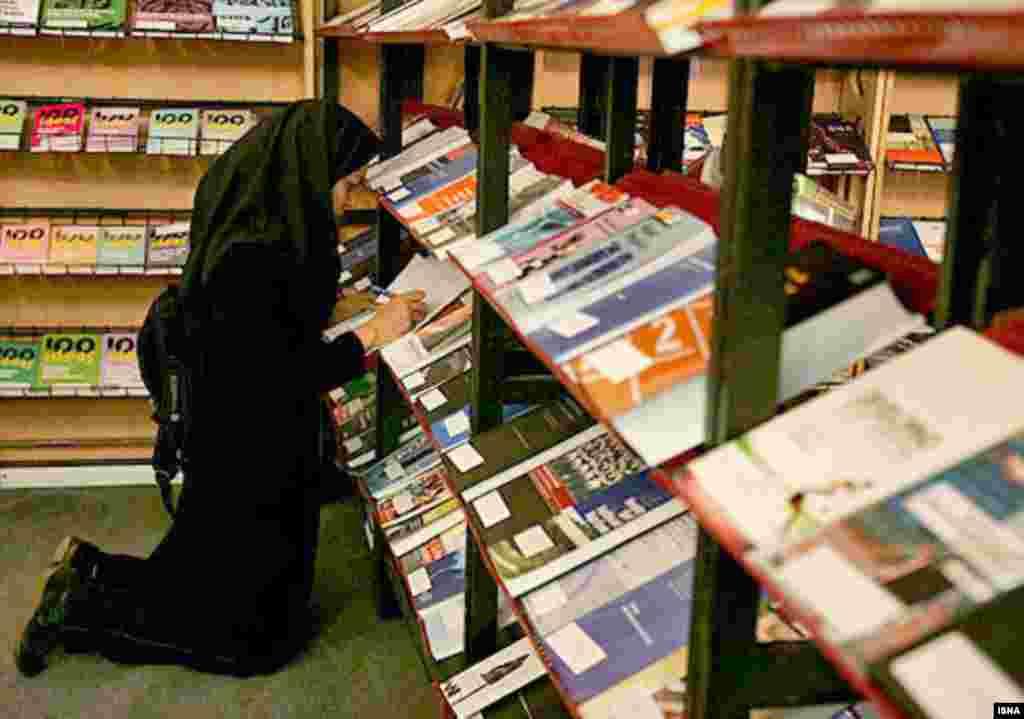 ناشران خارجی از زمان آغاز اولین نمایشگاه بین المللی کتاب تهران تا کنون در این نمایشگاه شرکت کرده اند.