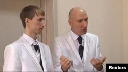 Юрий Гариков (справа) пытался заключить брак с партнером в Санкт-Петербурге 28 июня.