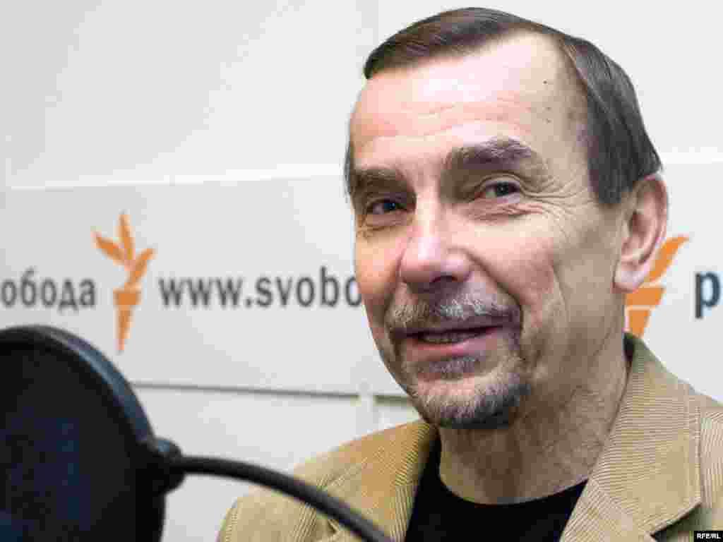 Лев Пономарев в студии Радио Свобода