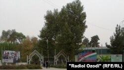 Даромадгоҳи Боғи фарҳангу фароғати шаҳри Кӯлоб.