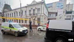 În timpul alertei cu bombă la Banca de Economii, Chişinău, 24 februarie 2015