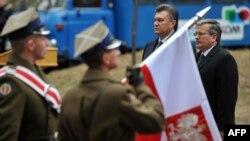 Під час візиту до України президента Польщі Броніслава Коморовського, Биківня, 28 листопада 2011 року