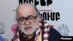 Председатель Хельсинкской ассоциации Армении Микаэл Даниелян в пресс-клубе «Урбат» («Пятница»), Ереван, 22 февраля 2012 г.