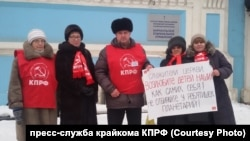 Участники акции протеста в Барнауле