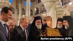 Vladimir Putin yanvarın 7-də Suriya prezidenti Bashar al-Assadla birlikdə Dəməşqdəki pravoslav kilsələrindən birinə baş çəkib