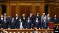 Новообрані міністри під час засідання Верховної Ради. 14 квітня 2016 року