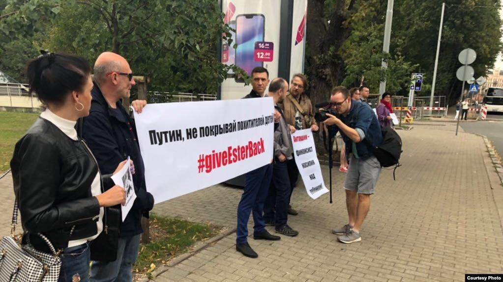 В Риге прошел пикет в поддержку Ольги Литвиненко