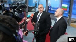 Премиерът Бойко Борисов и вицепремиерът Томислав Дончев пред журналисти в Брюксел