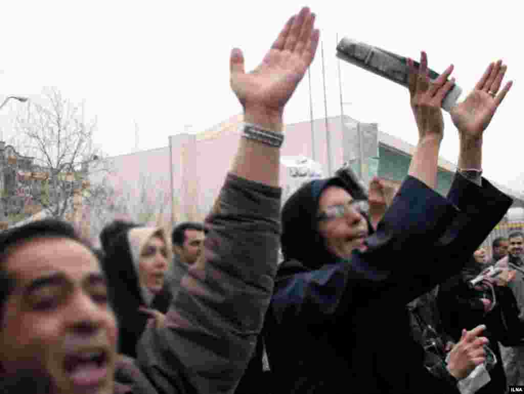 Iran, Teachers are protesting in front of palriments, 03/06/2007