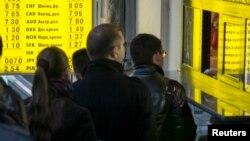 Очередь у обменного пункта в Киеве.