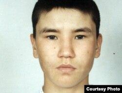 """""""Террорлық топ құрамында болды"""" деп айыпталып, Орал қаласындағы тергеу абақтысында отырған Нұрбек Ғабдулов. Сурет жеке мұрағаттан алынды."""