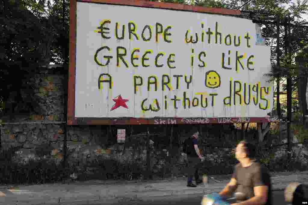 """Граффити на одной из афинских улиц: """"Европа без Греции - все равно что вечеринка без наркотиков""""."""